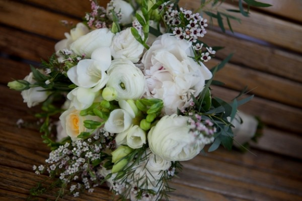 how much will wedding flowers cost