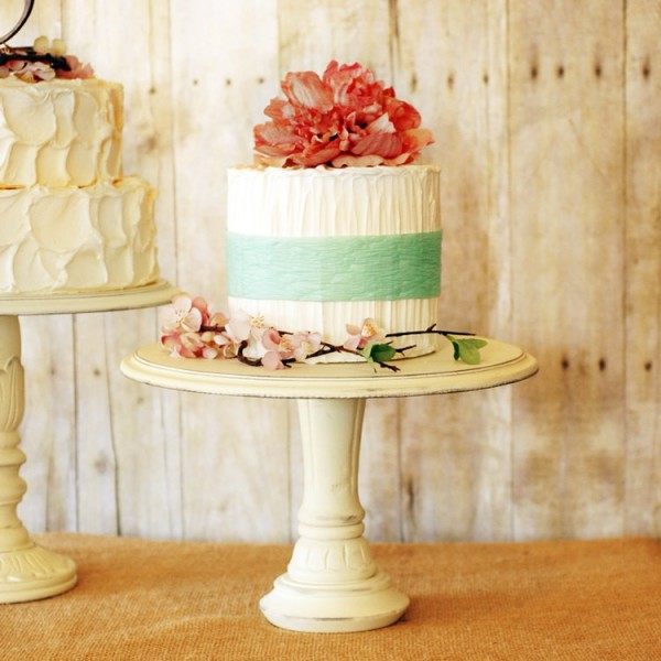 Cake Stands With Birds On Pedestal