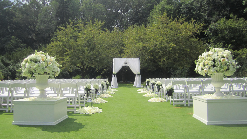 Outdoor Park Or Indoor Room For Wedding Ceremony: Brantwyn Estate