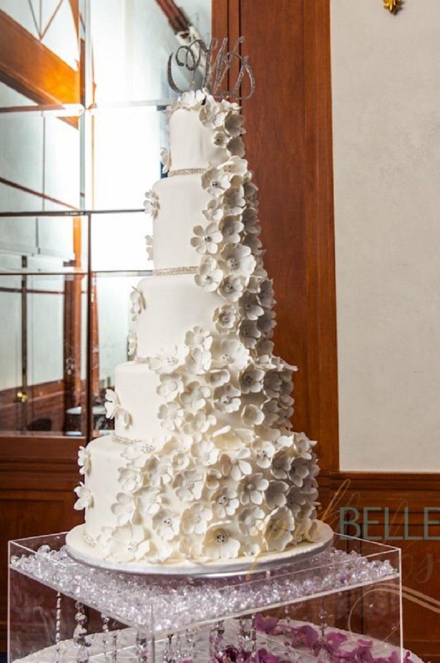 Divine Delicacies Custom Cakes Image 0